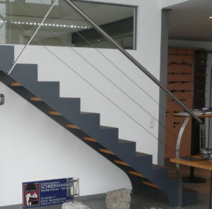 Scheidhammer Treppe geradläufig mit Podest